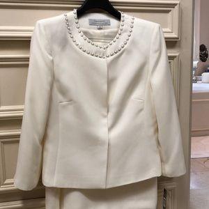 NWT TAHARI Arthur S. Levine Cream skirt suit